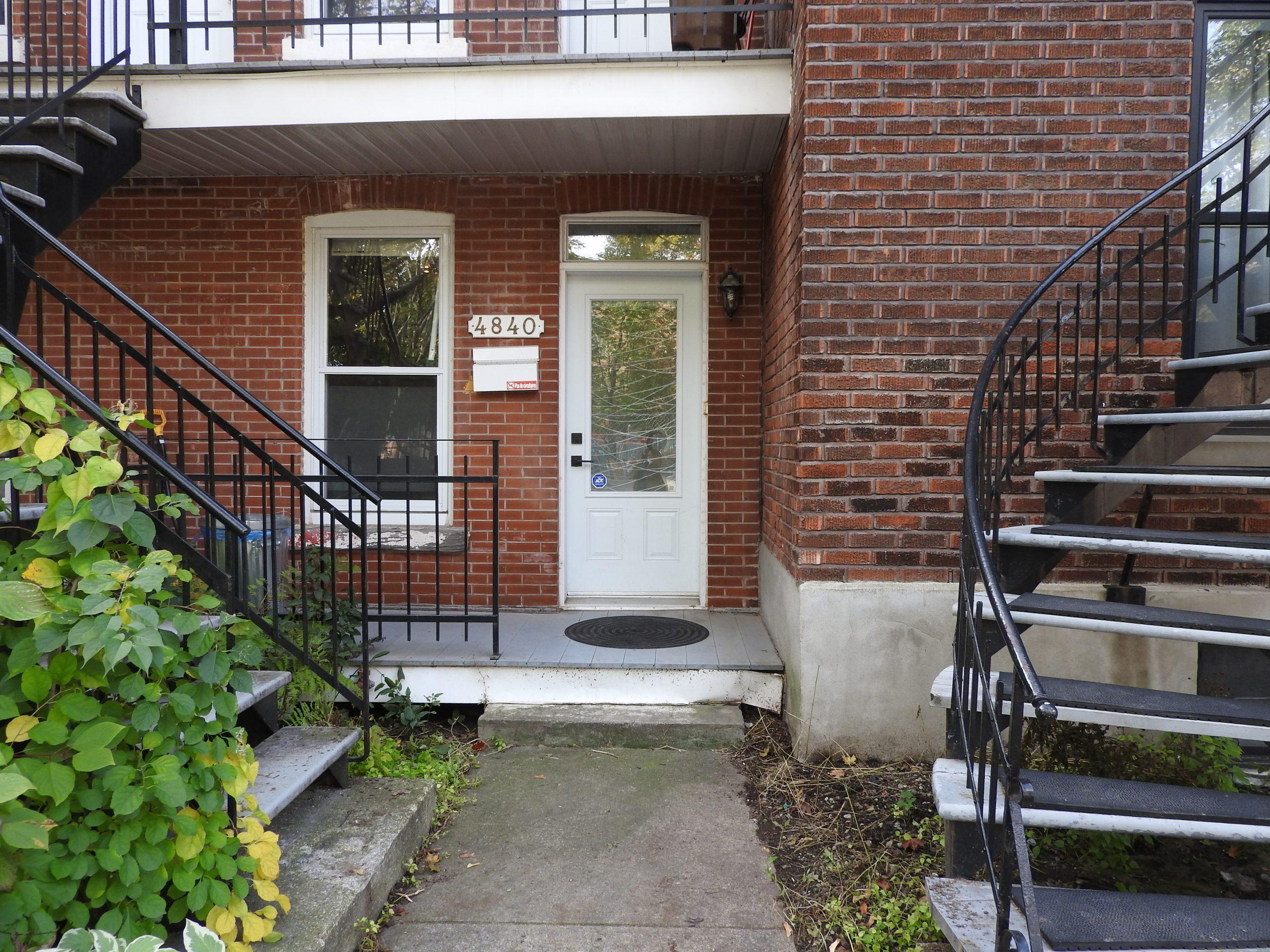 La devanture de notre logement : 4840 rue …